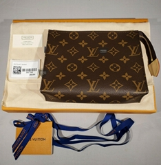 New Louis Vuitton Toiletry Pouch 19 Monogram 2020 Canvas Clutch Purse Bag M47544