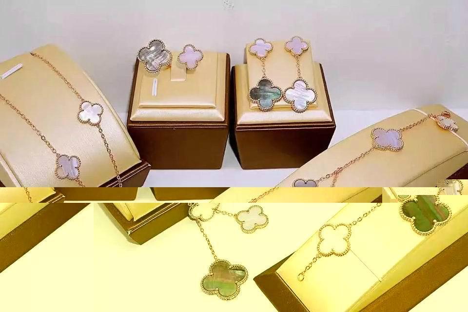 Van Cleef & Arpels jewelry necklace lady earring gift box bracelet  1