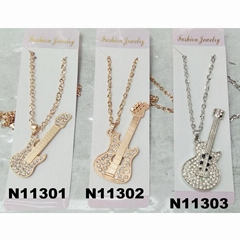 fashion girls sweater crystal metal violin pendant necklace wholesale