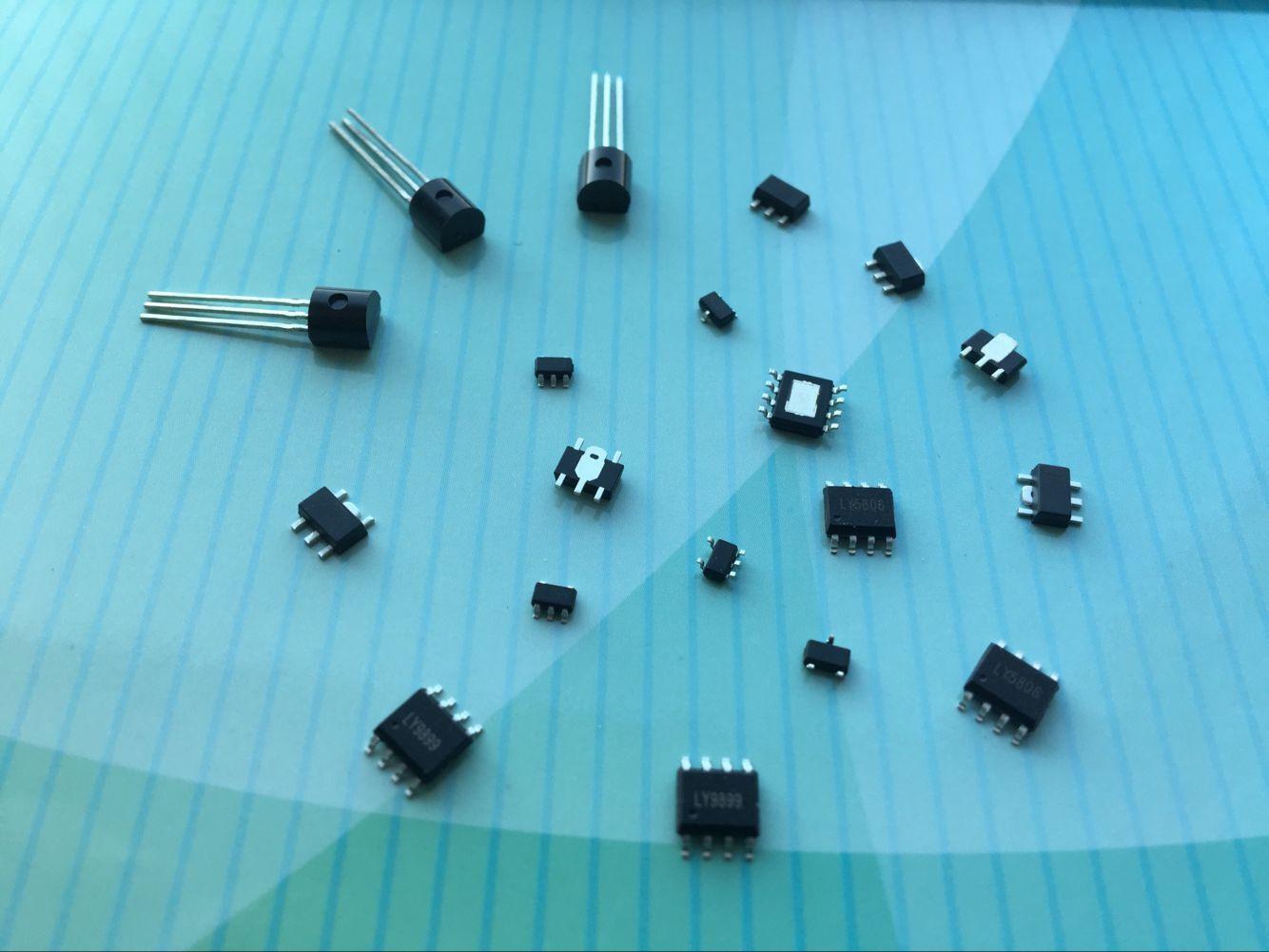 大电流高效率升压IC双路输出双极型高速LDO 1