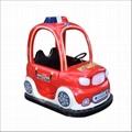 小孩騎儿童碰碰車電玩