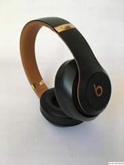 beats studio3 wireless skyeline colletion midnight black with hard case