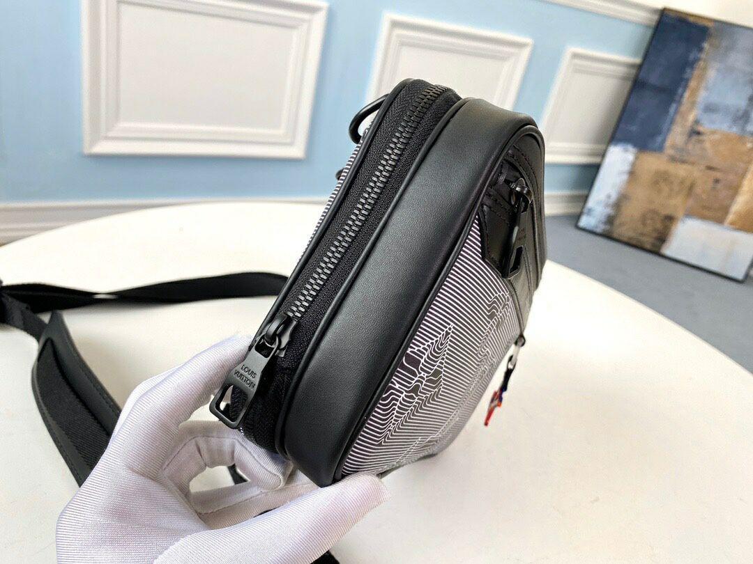 LV EXPANDABLE MESSENGER  bag