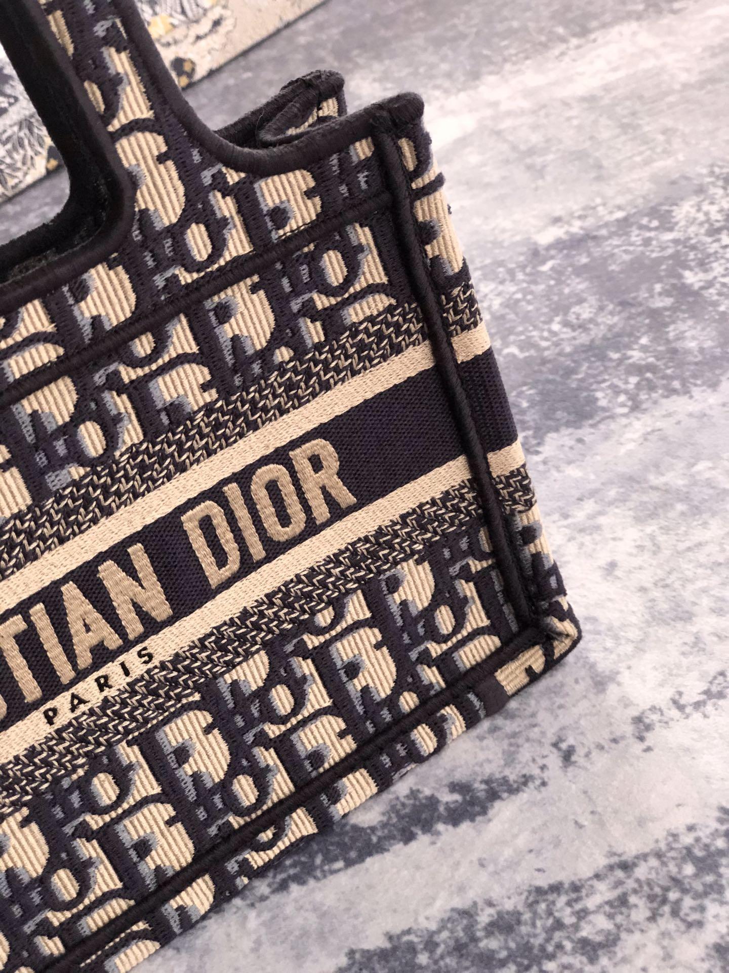 MINI      BOOK TOTE Blue      Oblique Embroidery      mini tote bags  3
