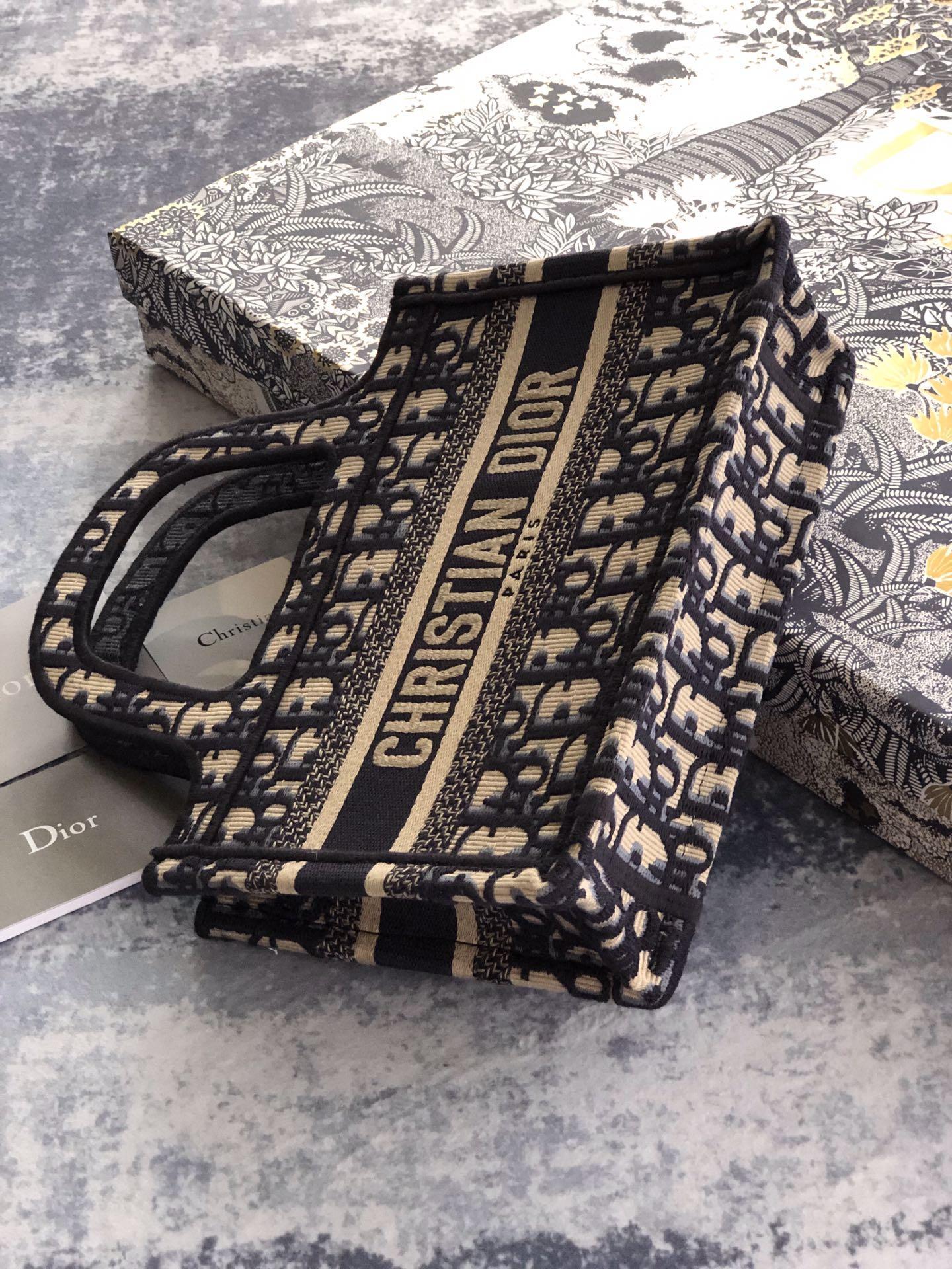 MINI      BOOK TOTE Blue      Oblique Embroidery      mini tote bags  7