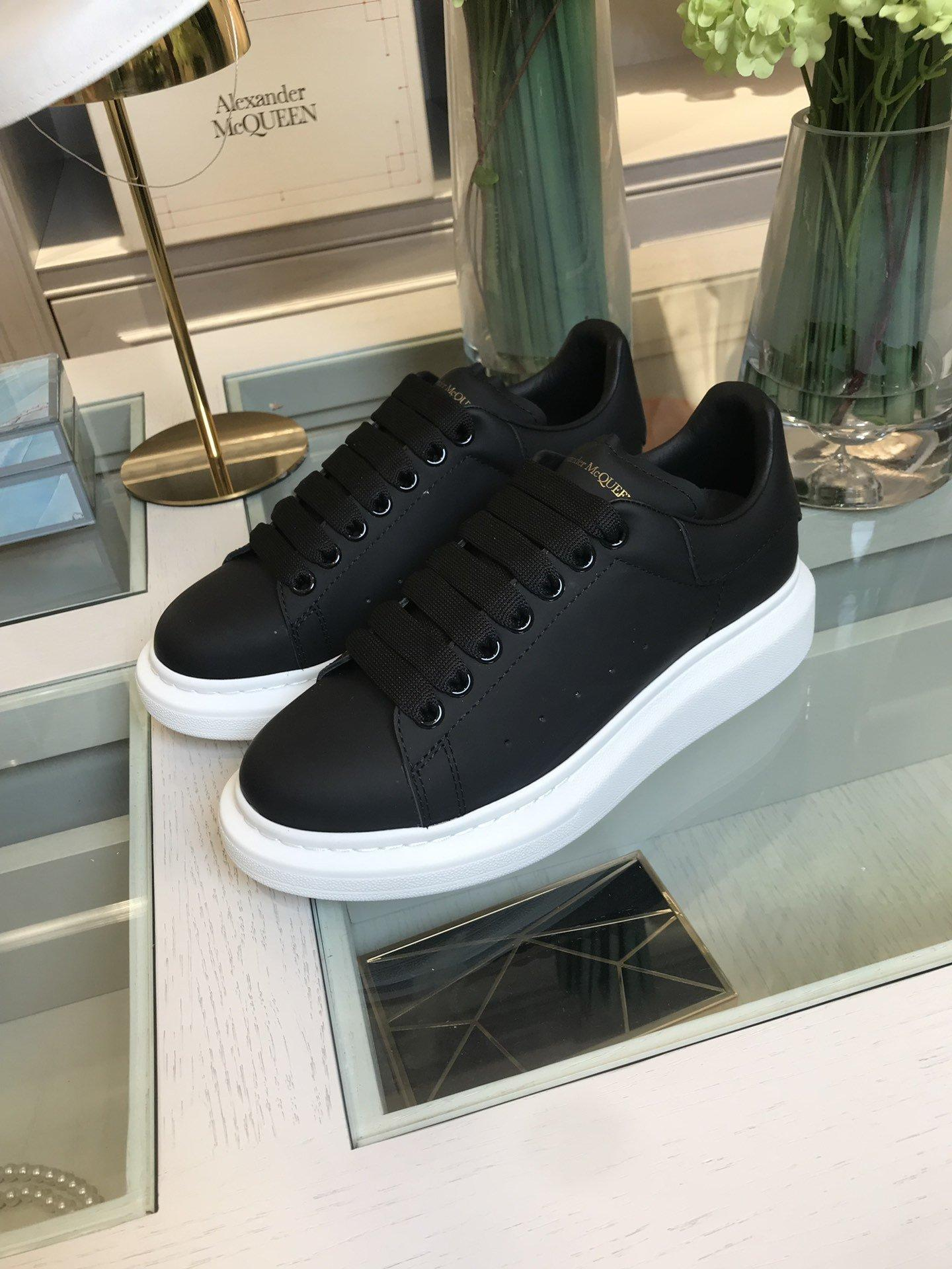Wholesale high quality McQueen white shoes shiny leather lace up casual shoes 14