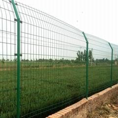 DH213雙邊型深圳鐵絲網圍欄