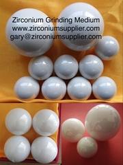 Zirconium grinding medium