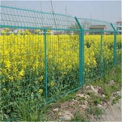 成都AD16型铁丝网围栏效果图