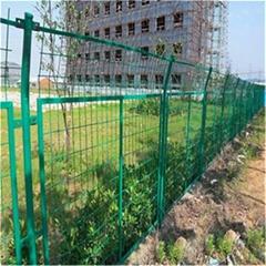浸塑铁丝网围栏A成都框架围栏现货