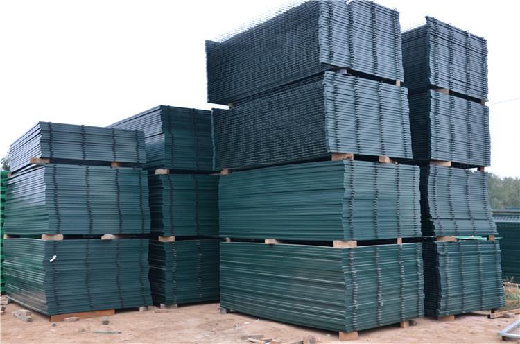 电焊网隔离栅栏金属网片 铁路护栏网 1