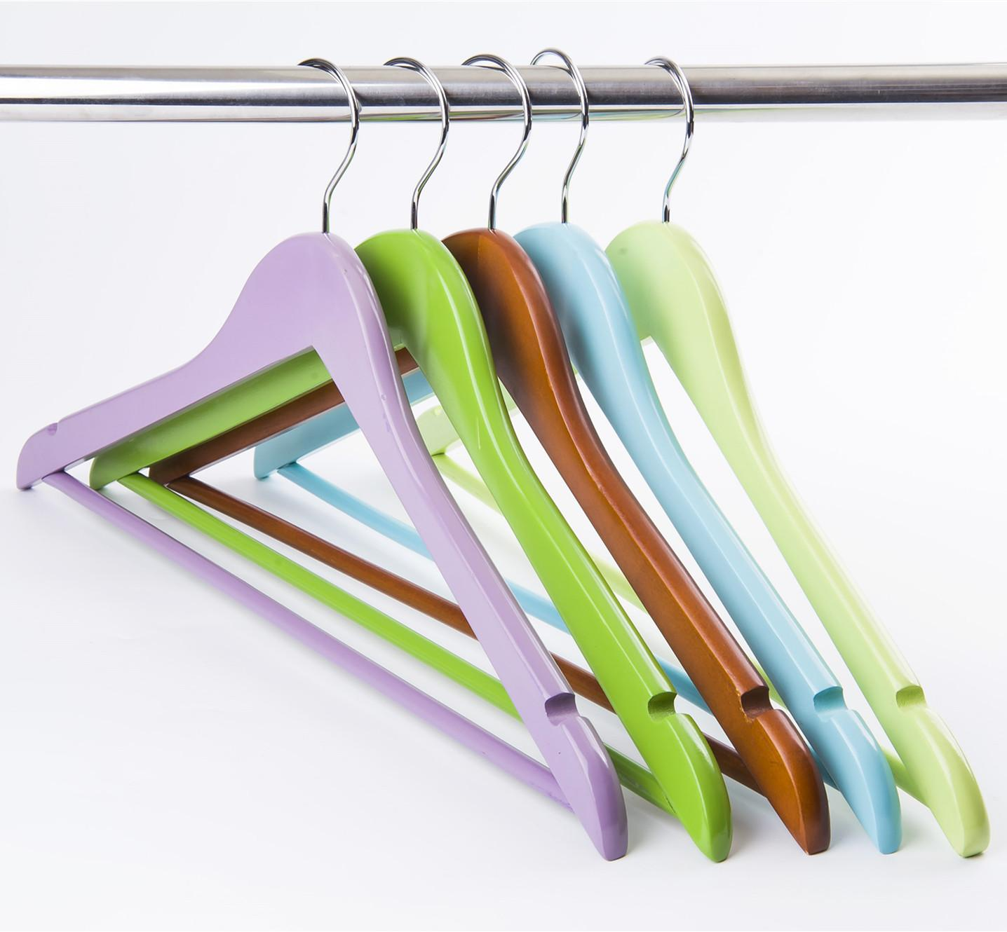 wooden clothes hangers with bar 5