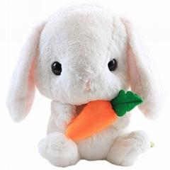 毛绒公仔抱萝卜兔