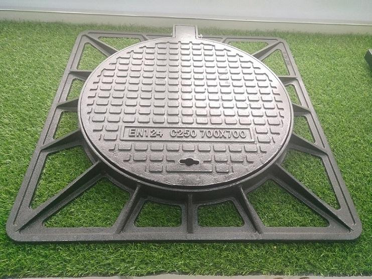 Ductile Iron Manhole Covers with Frame En124 3