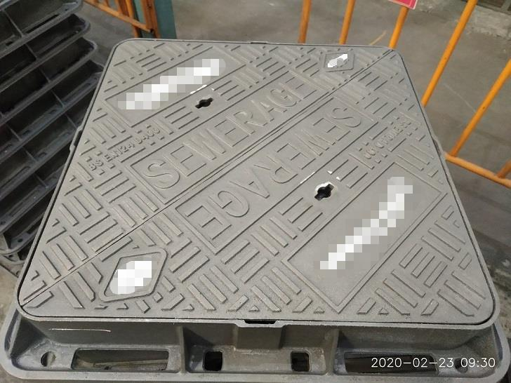 Cast Iron Manhole Cover with Frame En124 5