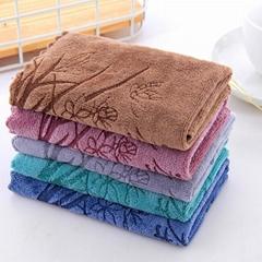 各种颜色和尺寸的手巾浴巾沙滩巾