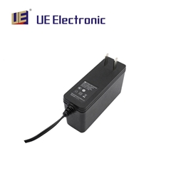 插墙式24W 多国认证IP22医疗医用电源适配器
