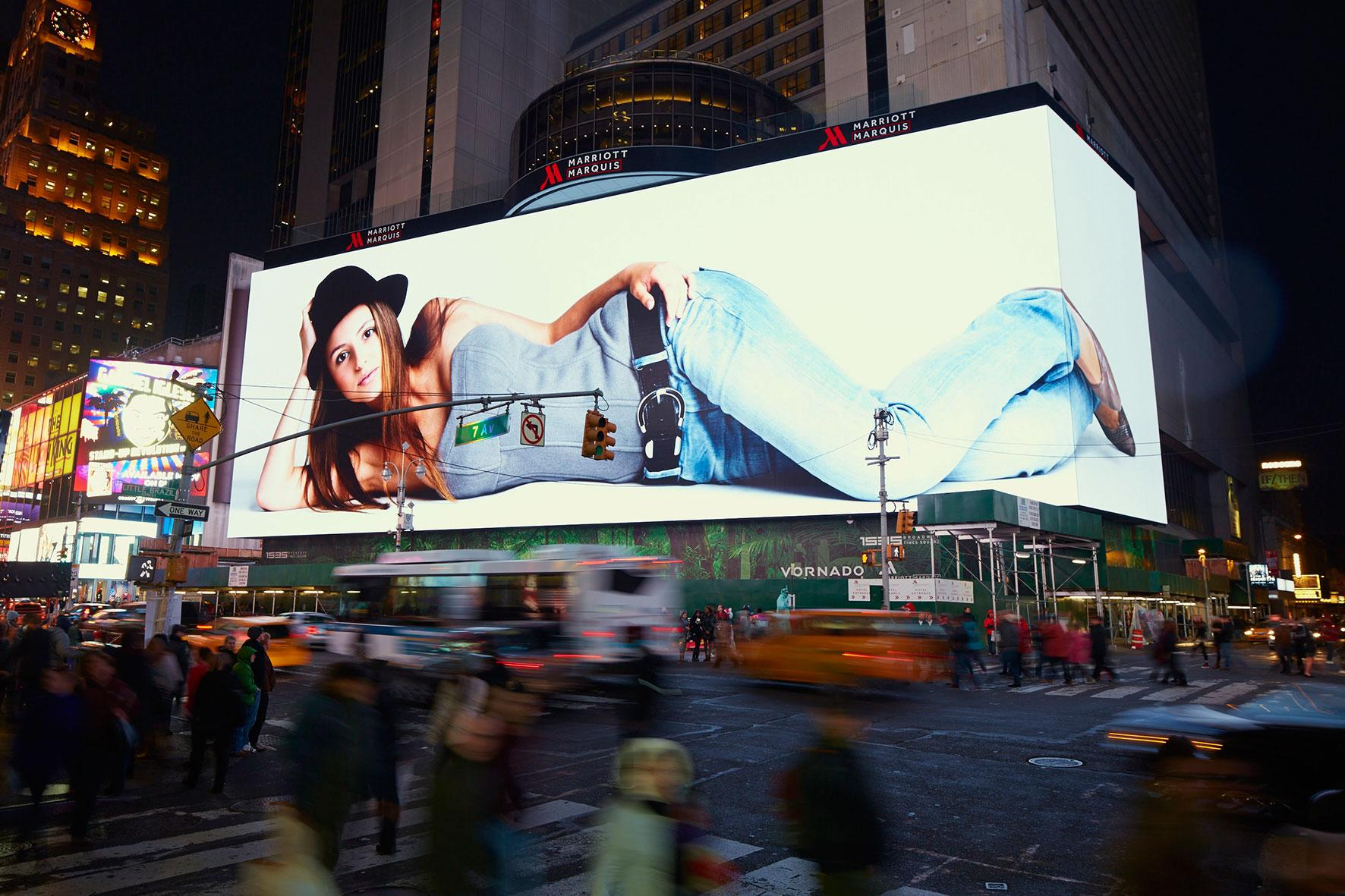 P8mm Outdoor LED Display Full Color High Definition Energy Saving 2