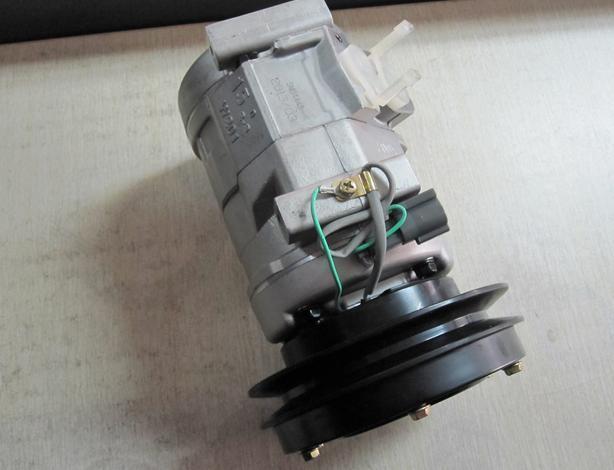 小松PC300-7空调压缩机总成20Y-979-6121 4