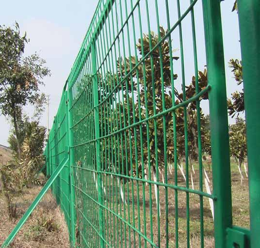 High Quality 4mm PVC Welded Wire Mesh Fence Home Garden V Folds Welded Wire Mesh