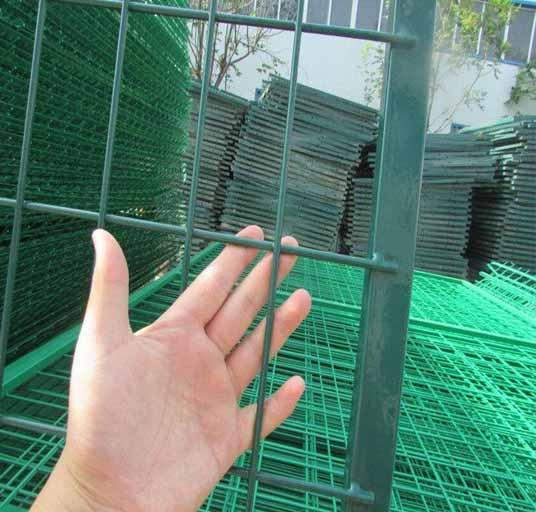 High Quality 4mm PVC Welded Wire Mesh Fence Home Garden V Folds Welded Wire Mesh 4
