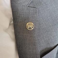 上海不锈钢镂空胸针制作厂家企业logo定制