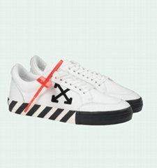 Off white MEN'S LOW VULCANIZED SNEAKERS with black arrow patch off-white shoes