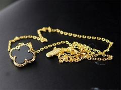 Van Cleef & Arpels Vintage Alhambra pendant Yellow gold Fashion Van Cleef motifs