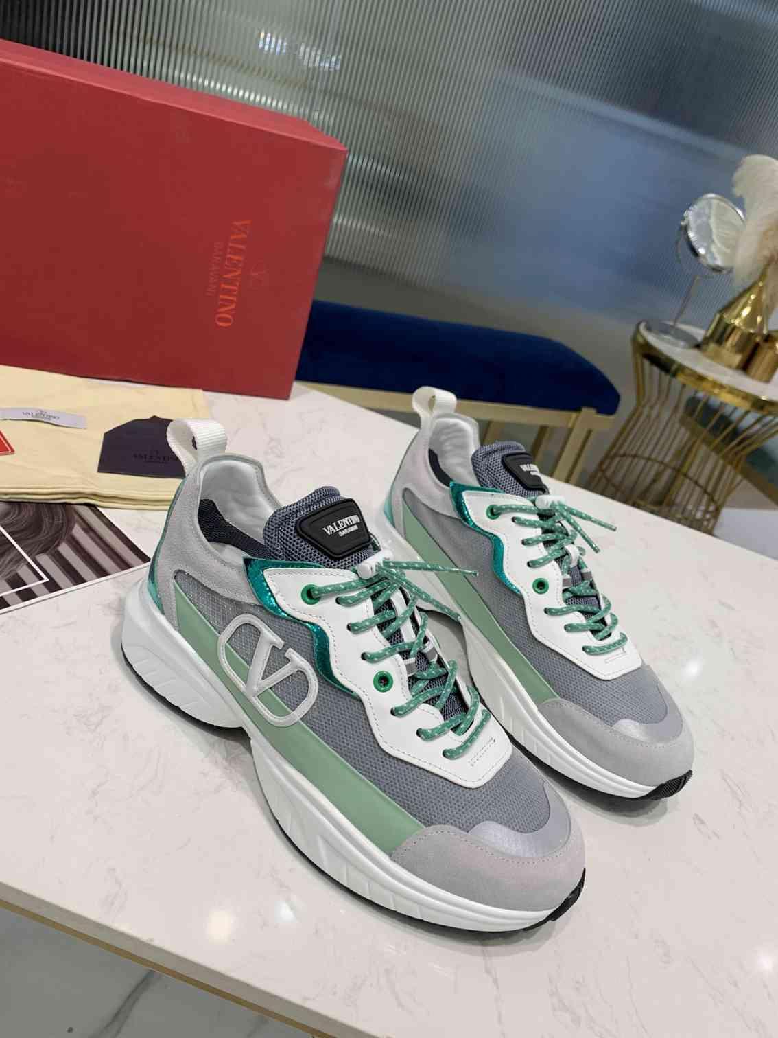 Garavani women Camouflage Noir Sneaker wholesale fake shoes 19