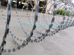 镀锌刀片刺绳 BTO22监狱机关单位圈禁防护围墙防爬刺