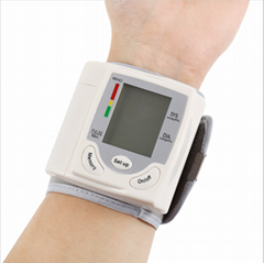 手腕式血压计工厂批发 智能健康外贸产品英文电子心率血压测量仪