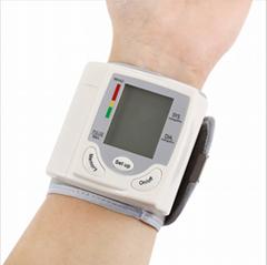 手腕式血壓計工廠批發 智能健康外貿產品英文電子心率血壓測量儀
