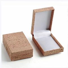 首饰盒酒盒眼镜盒等由天然环保的软木面料制成