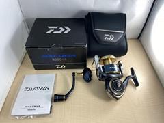New Daiwa Saltiga 8000-H Spinning Reel Complete Accessories
