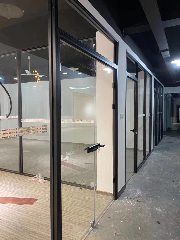上海辦公室玻璃隔斷-上海百葉玻璃隔斷 3