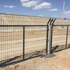 铁路防护栅栏,铁路围栏网,铁路防护网