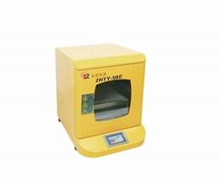 Small thermostatic shaking incubator
