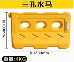 1.8米围挡 可移动式注水防撞桶道路隔离施工挡板塑料三孔水马