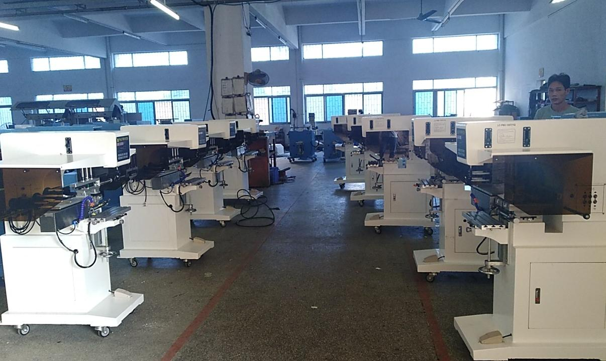 pad shuttle garment neck label pad printing machine with pad cleaning system 3