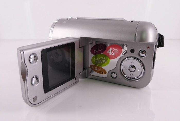 3.1MP mini digital camera with 1.4'' TFT display 4 x digital zoom   9