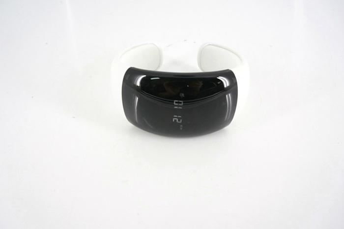 無線藍牙  震動手鏈  配來電顯示播放音樂  12