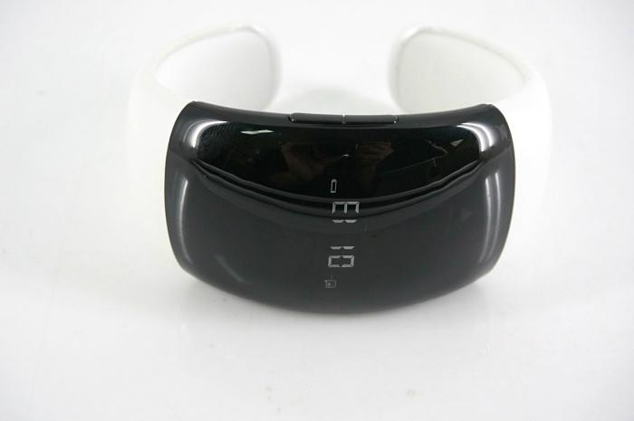 無線藍牙  震動手鏈  配來電顯示播放音樂  3