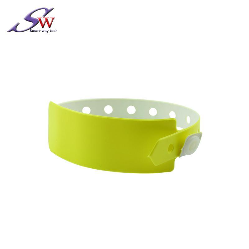 13.56Mhz/UHF PVC RFID Wristband 3
