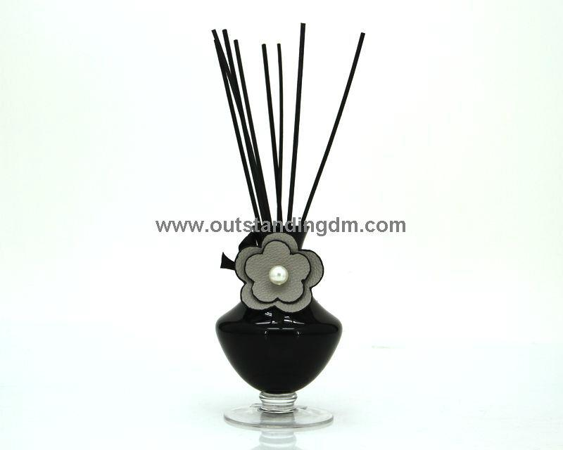 reed diffuser rattan stick in black glass bottle with PU charm