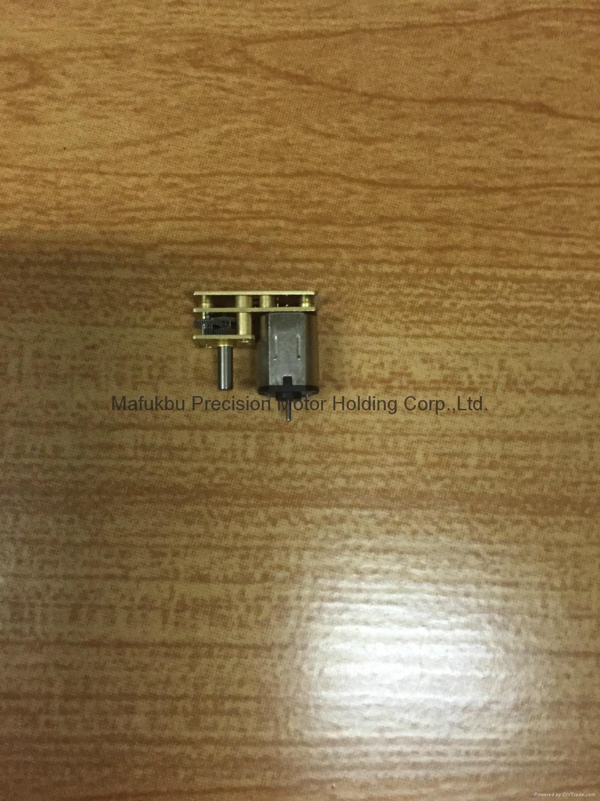 新產品-180度軸微型減速電機(010) 1