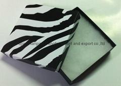 白色纸质包装盒
