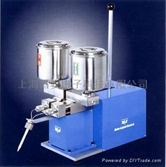 Double liquid glue machine