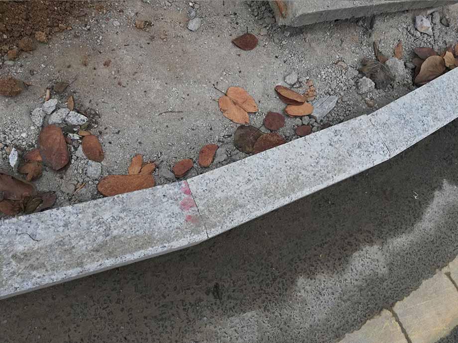 港深廣石材是專業生產廠家歡迎咨詢家裡院子地鋪石 火山石地板磚 庭院鋪石板風水 戶外地鋪石 庭院青石板 青石地鋪石 青石路沿石 生態地鋪石 走廊地鋪石    石材等相關問題 我們有專業的石材工程師對 規格,設計,安裝,技術,價格、用途等等方面的問題給予全面的解答,只要您撥打/微信∶13632765059, 公司專業團隊為您提供一纜子完善解決方案。