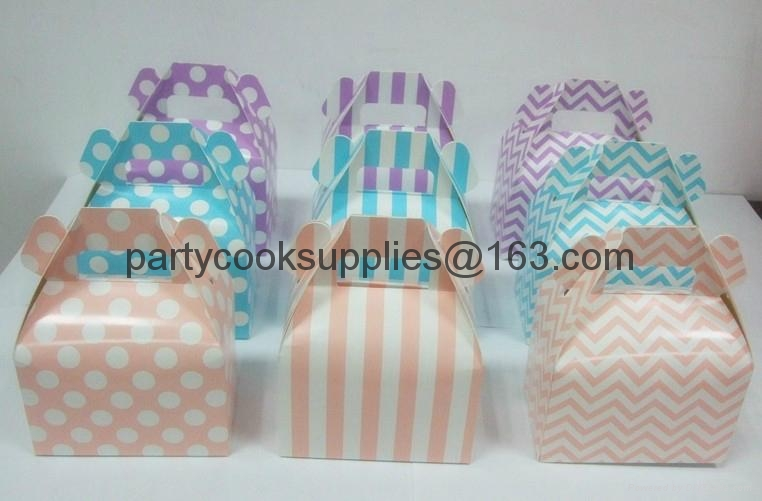 gable box Gift Boxes Packaged Boxes with Handle  2