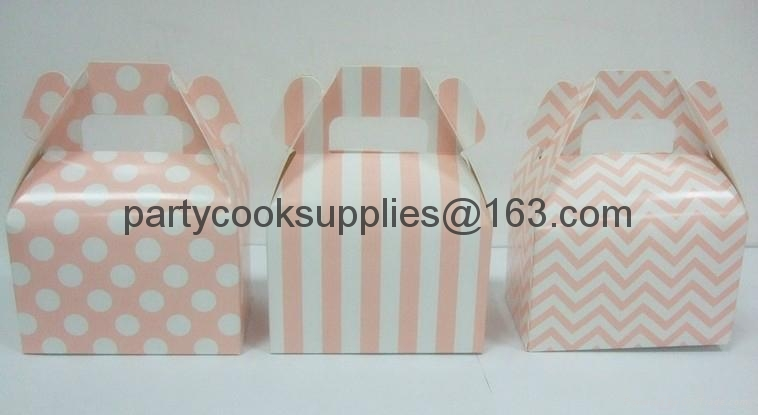 gable box Gift Boxes Packaged Boxes with Handle  3